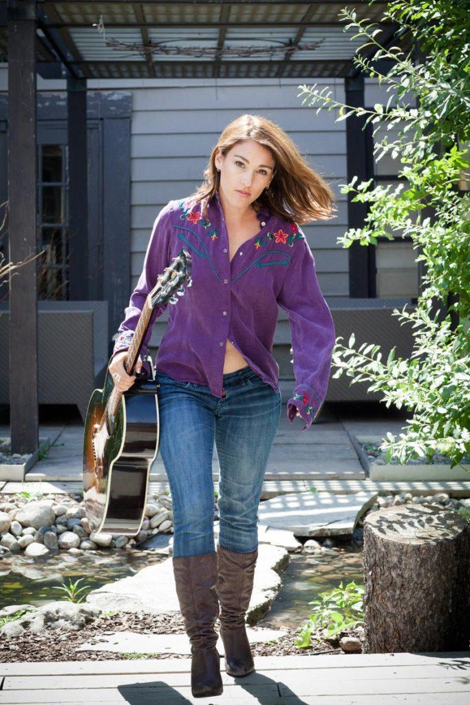 Amy-Jo-Johnson-Hair-Style-Pics