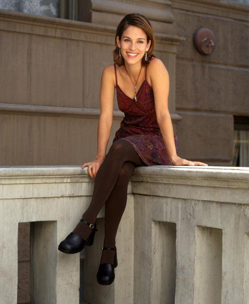 Amy-Jo-Johnson-Leggings-Wallpapers