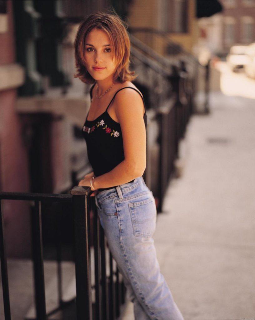 Amy-Jo-Johnson-Short-Hair-Pics
