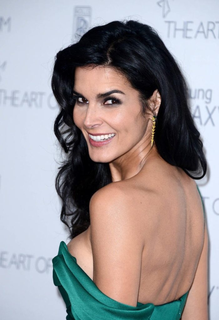 Angie-Harmon-Backless-Clothes-Pics