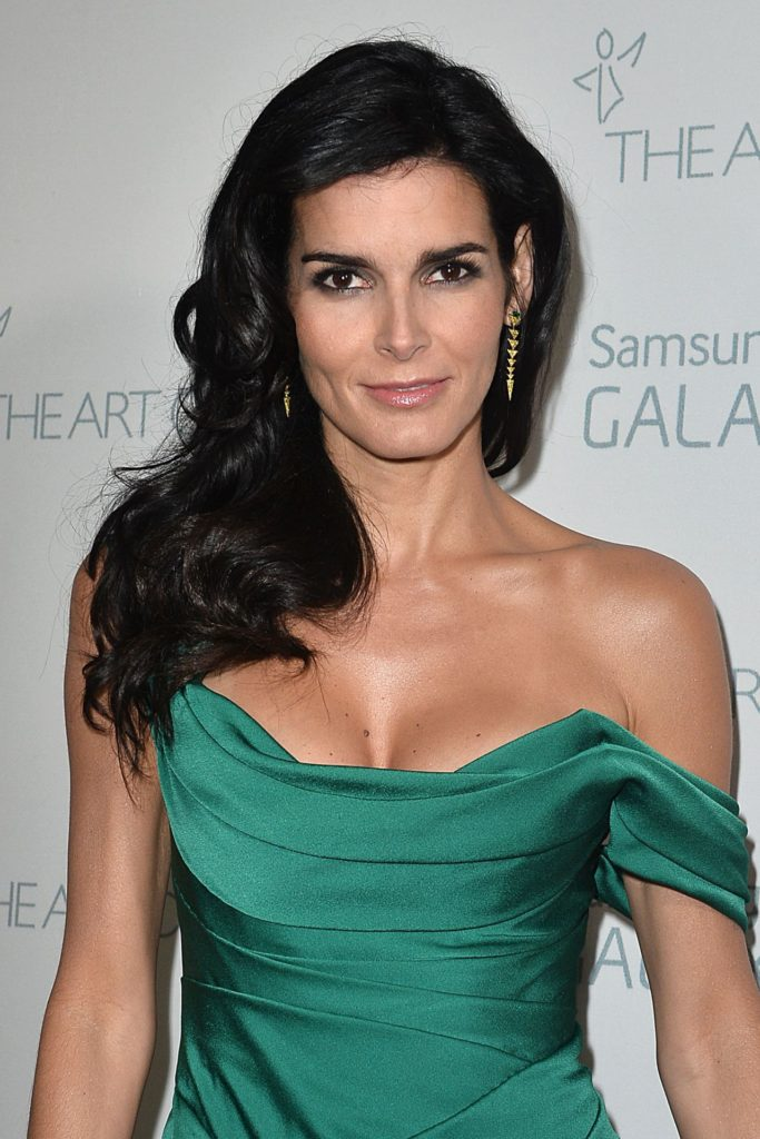 Angie-Harmon-Braless-images