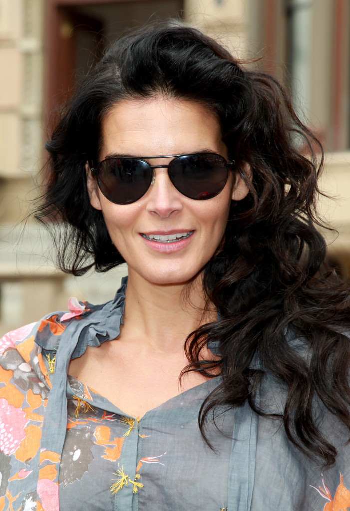 Angie-Harmon-Hot-Images