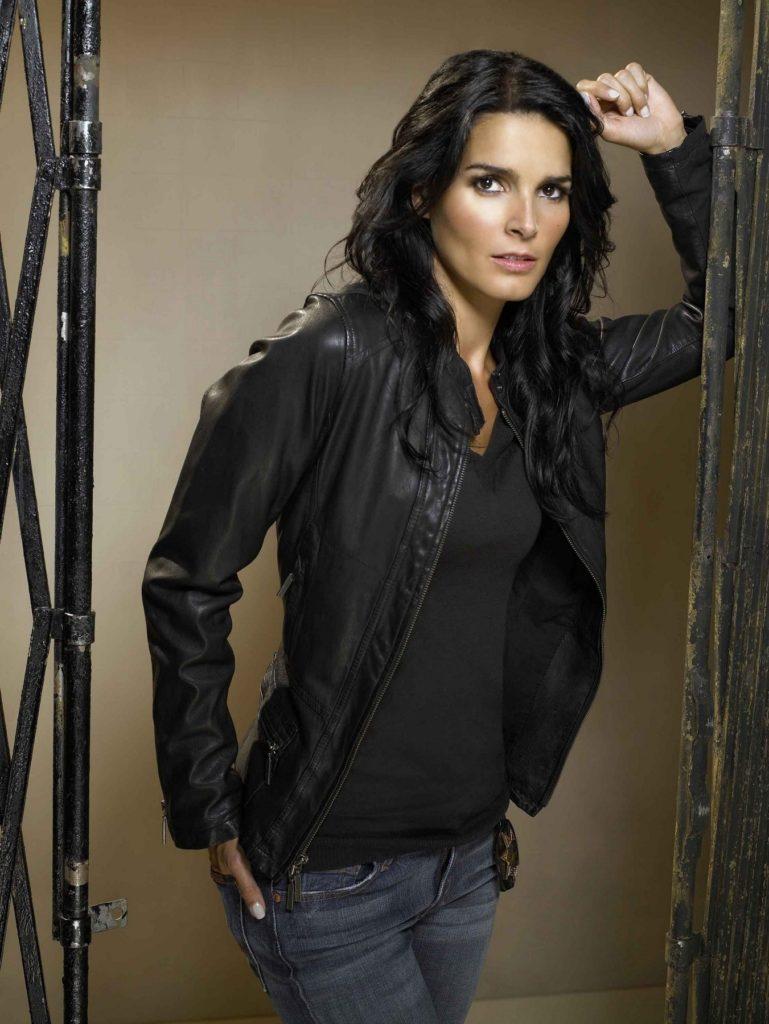 Angie-Harmon-Jeans-Pics