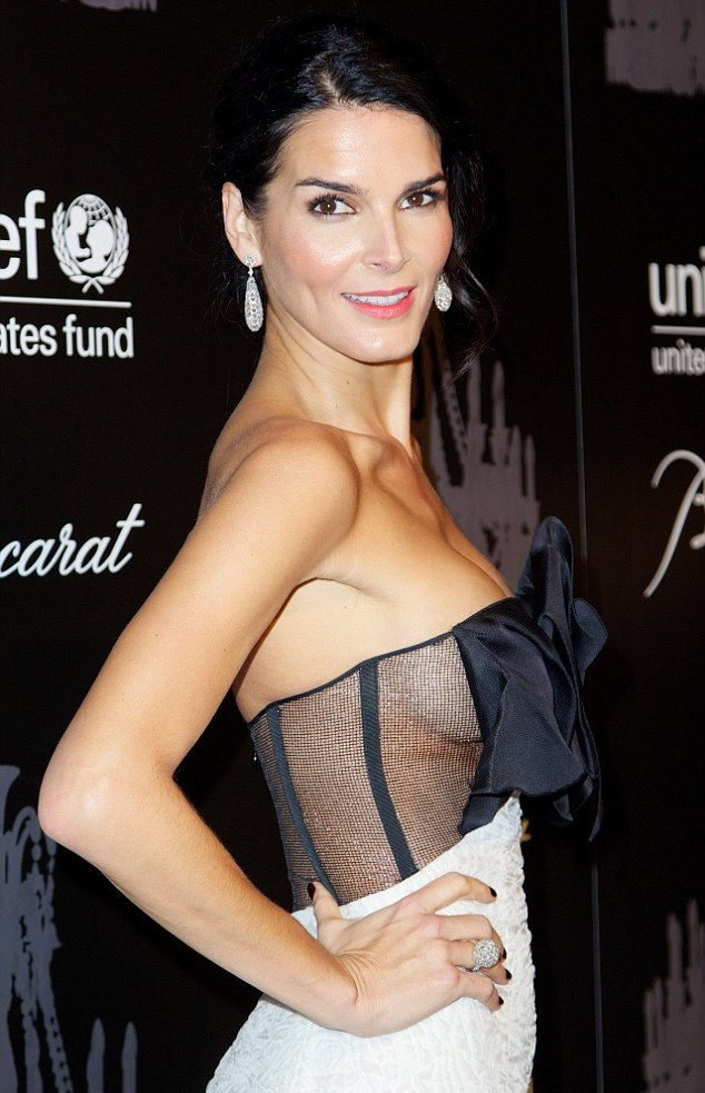 Angie-Harmon-Muscles-Pics