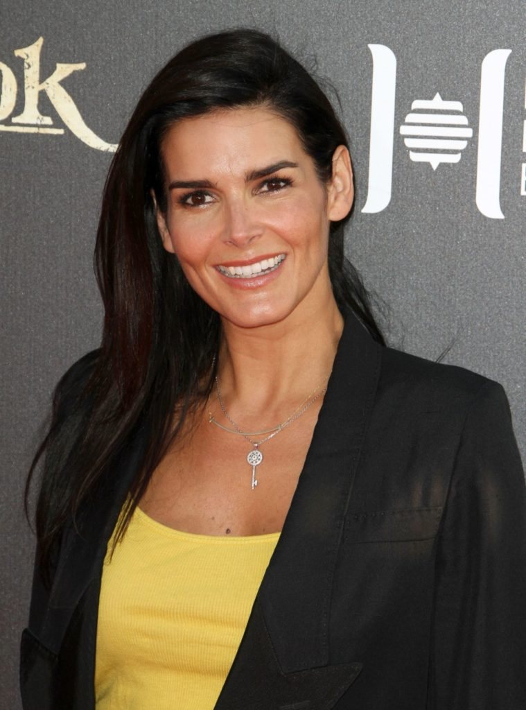 Angie-Harmon-Smile-Images
