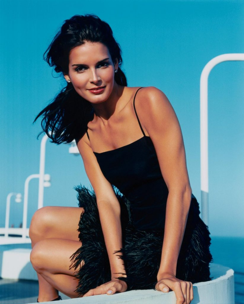 Angie-Harmon-Thighs-Pictures