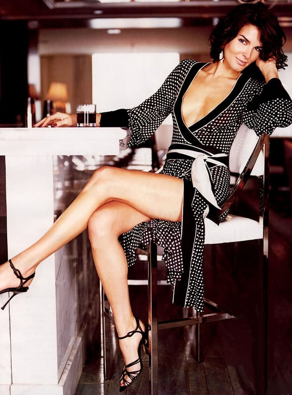 Angie-Harmon-Upskirt-Pictures