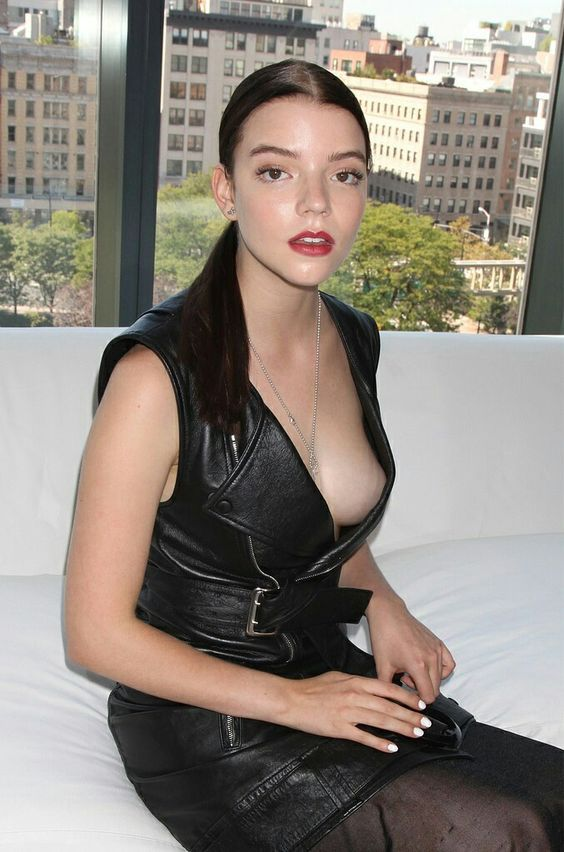 Anya-Taylor-Joy-Topless-Pics