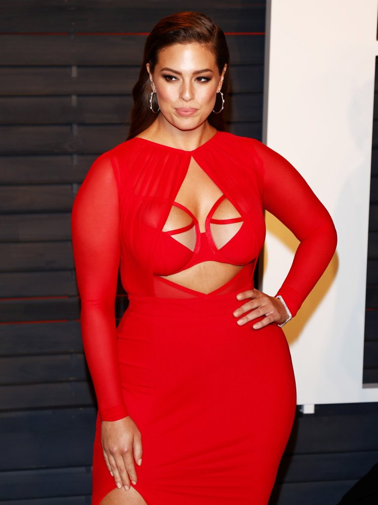 Ashley-Graham-Navel-Pictures