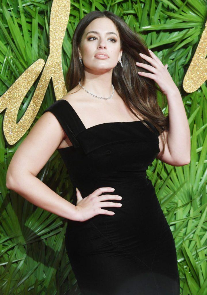 Ashley-Graham-Sexy-Body-Photos