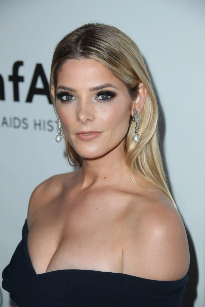 Ashley-Greene-Braless-Pictures