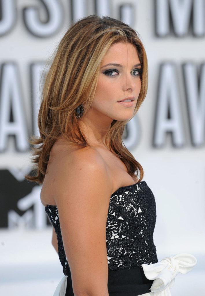 Ashley-Greene-Hot-Photos