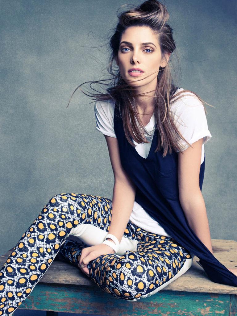 Ashley-Greene-Leggings-Images