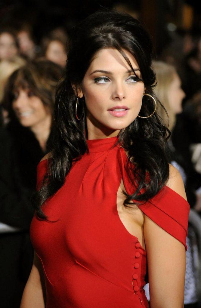 Ashley-Greene-Sexy-Eyes-Pics