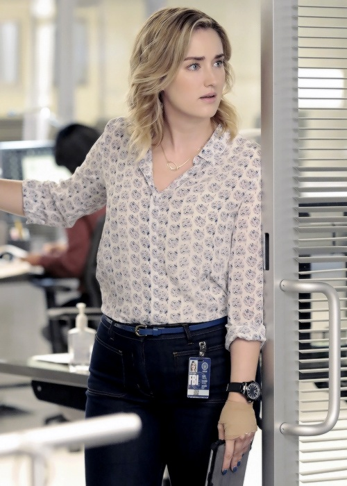 Ashley-Johnson-Jeans-Wallpapers