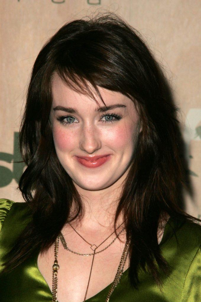 Ashley-Johnson-Sexy-Eyes-Photos