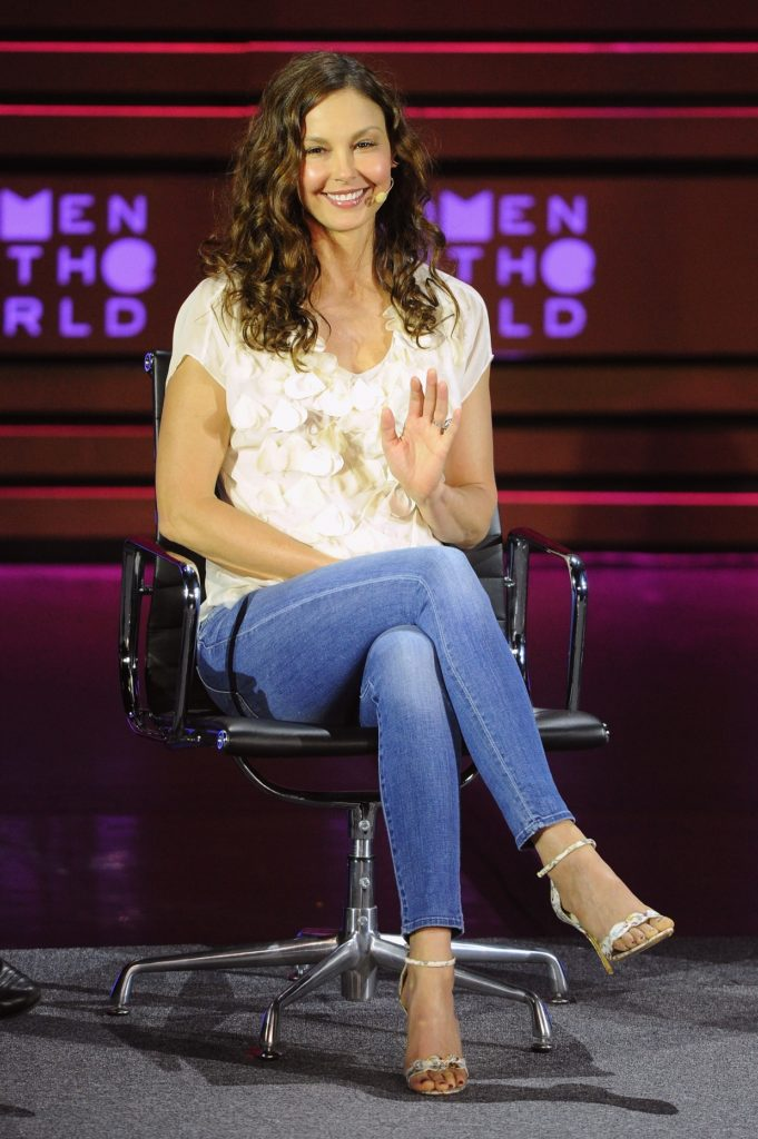 Ashley-Judd-Jeans-Photos