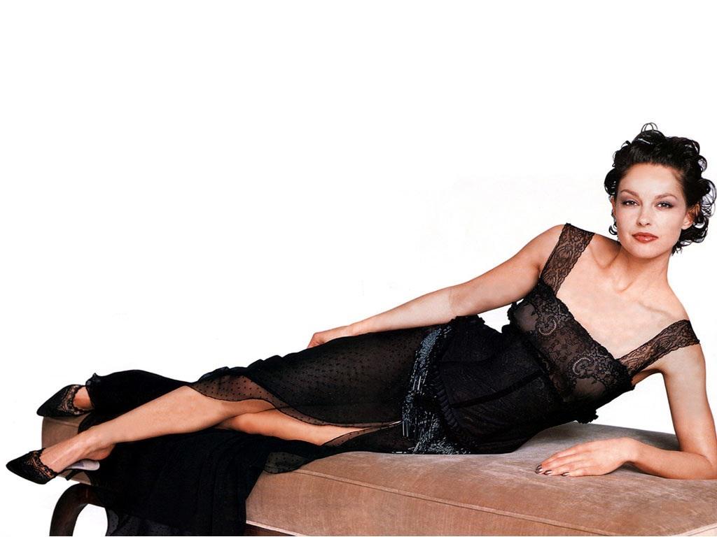 Ashley-Judd-Lingerie-Photos