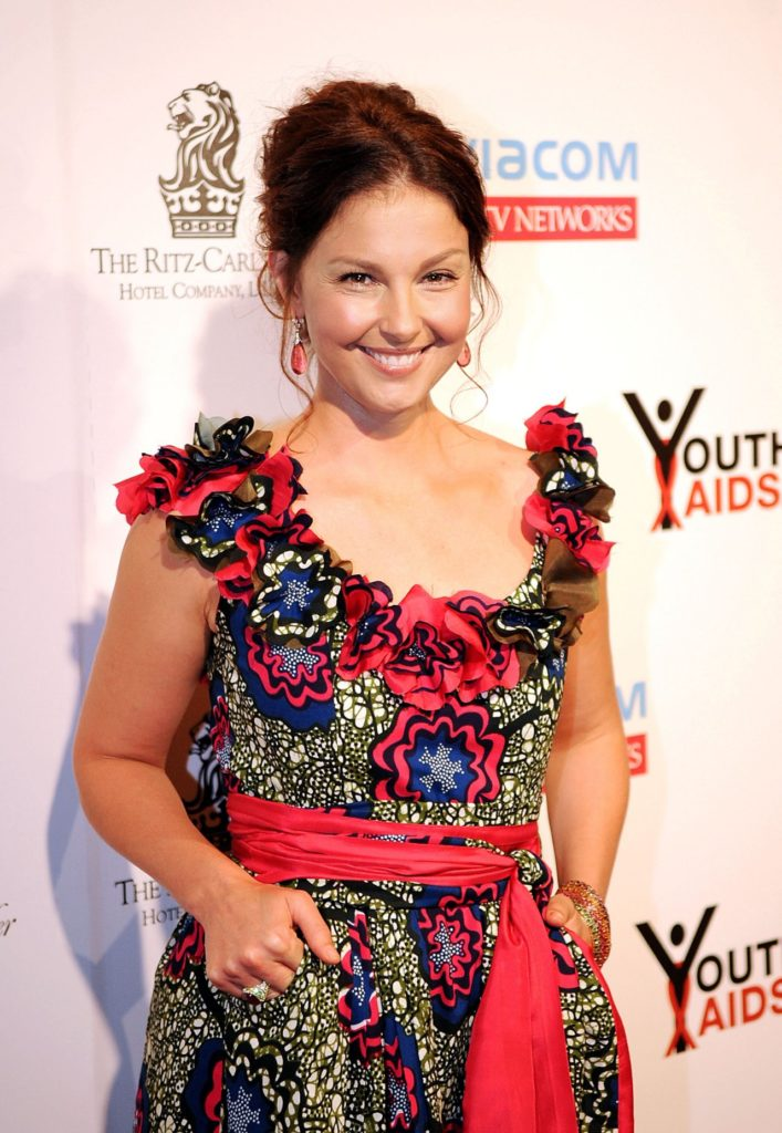 Ashley-Judd-Smiling-Pictures