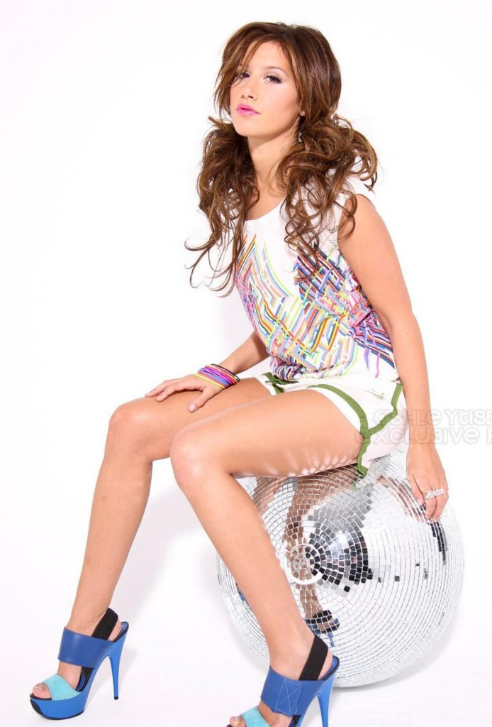 Ashley-Tisdale-Bikini-Wallpapers