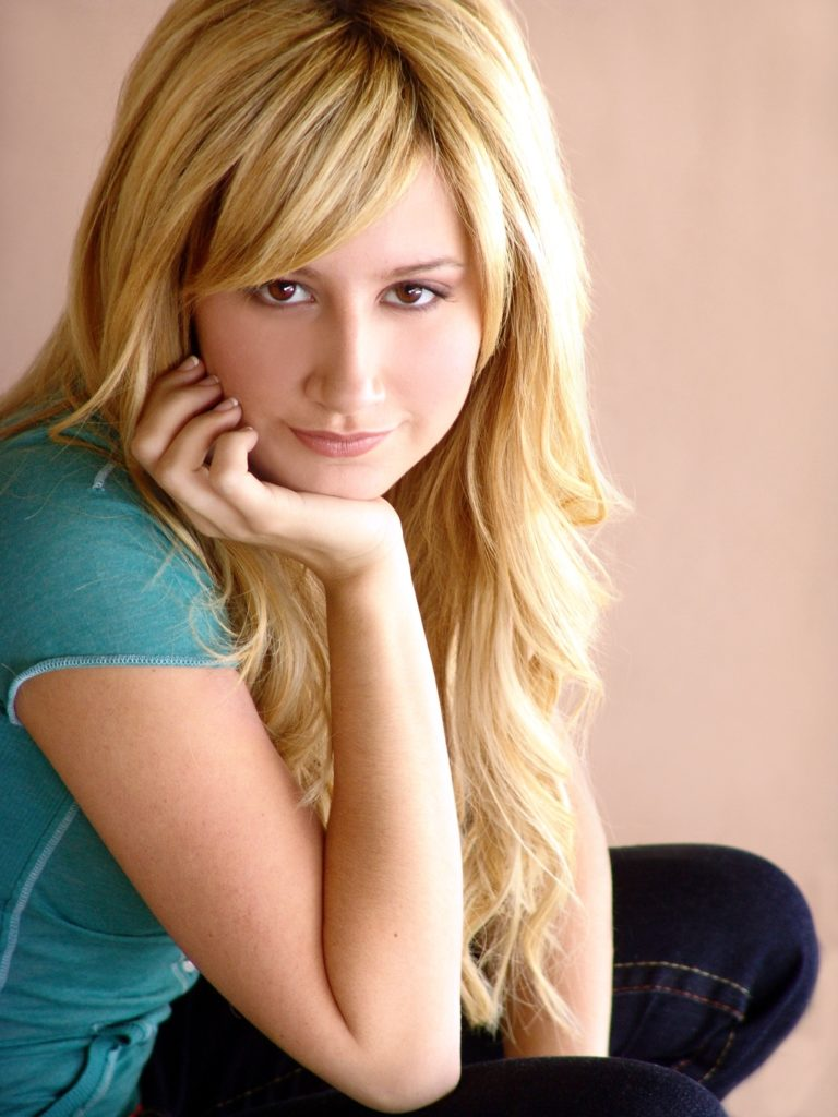 Ashley-Tisdale-Bold-Wallpapers
