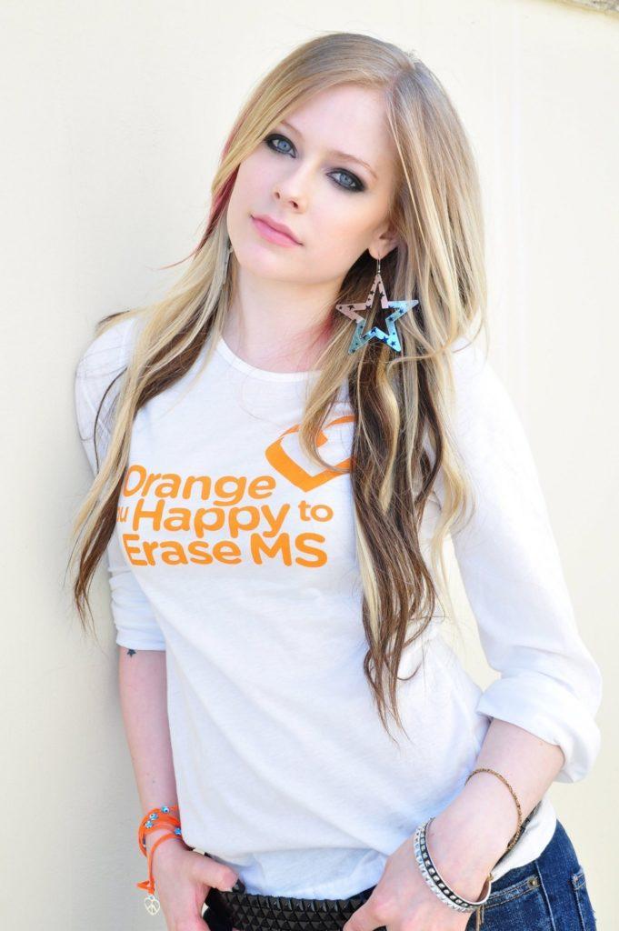 Avril-Lavigne-Jeans-Photos