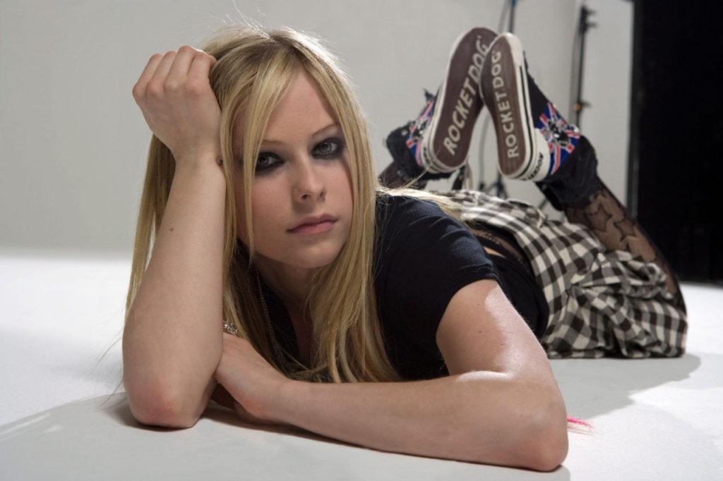 Avril-Lavigne-Sexy-Eyes-Pics