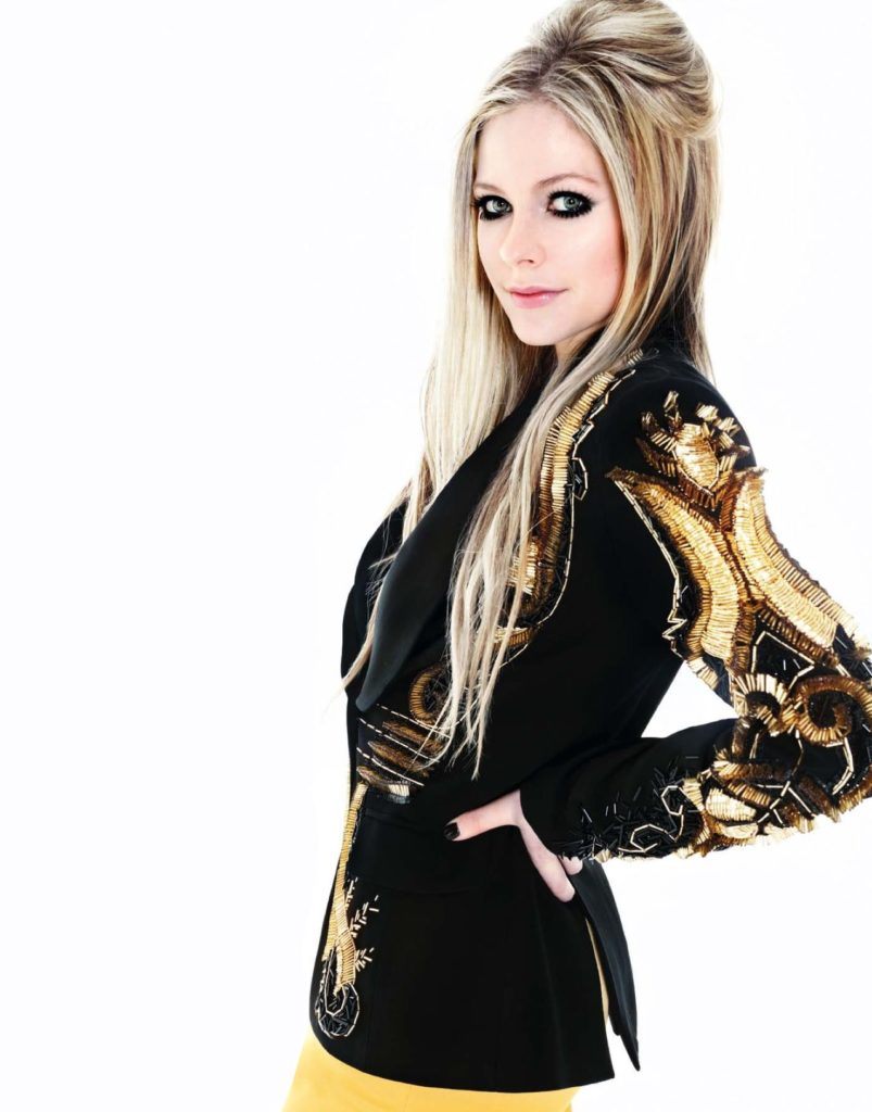 Avril-Lavigne-Thighs-Pictures
