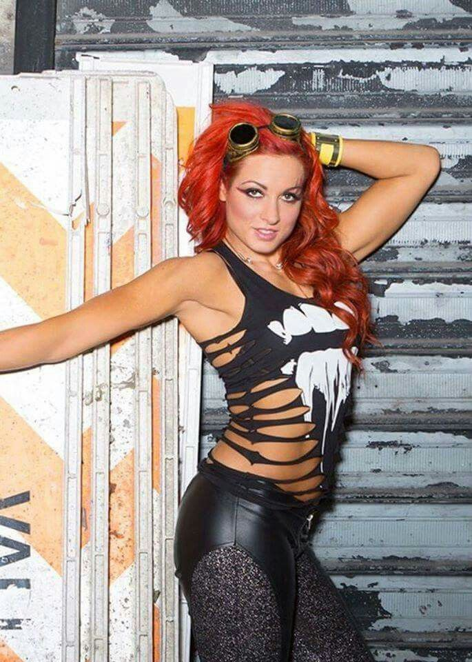 Becky-Lynch-Leggings-Pictures