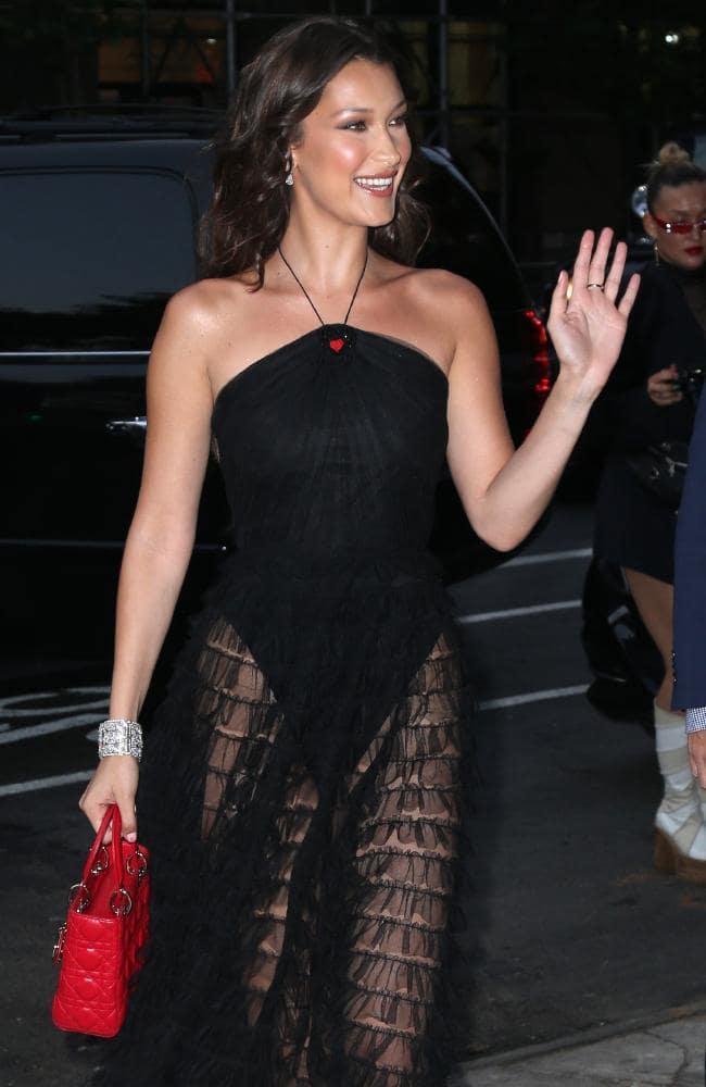 Bella-Hadid-Swimsuit-Pictures