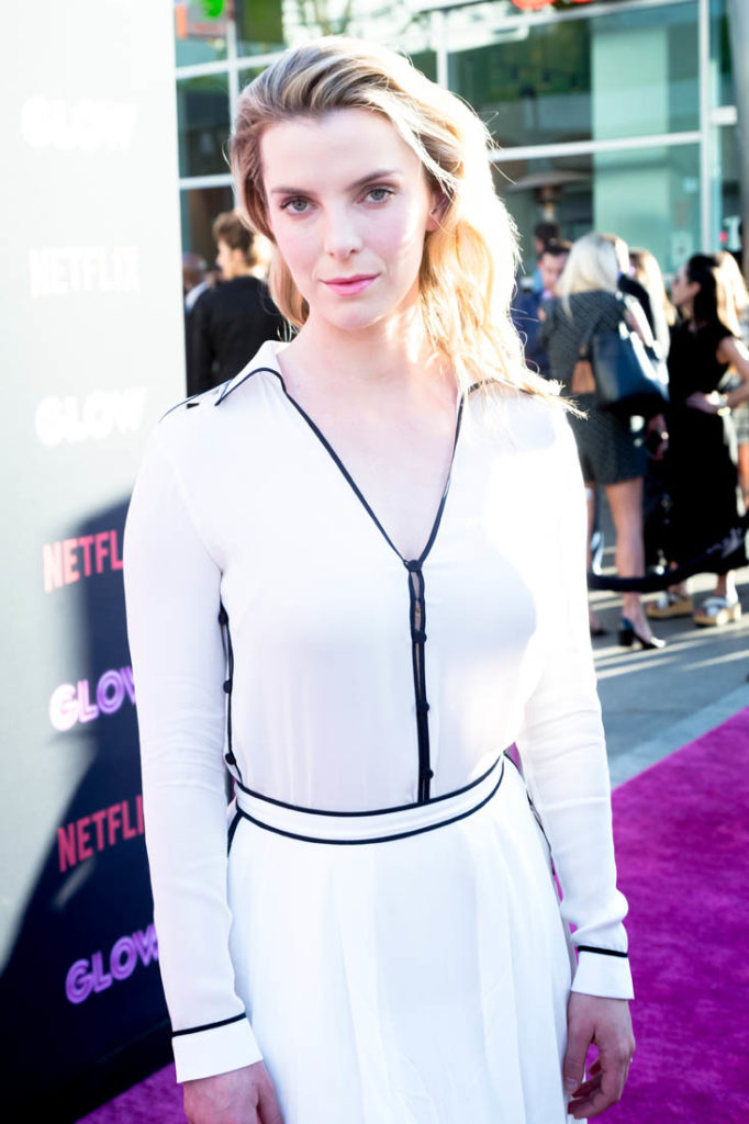 Betty-Gilpin-Hot-Pictures