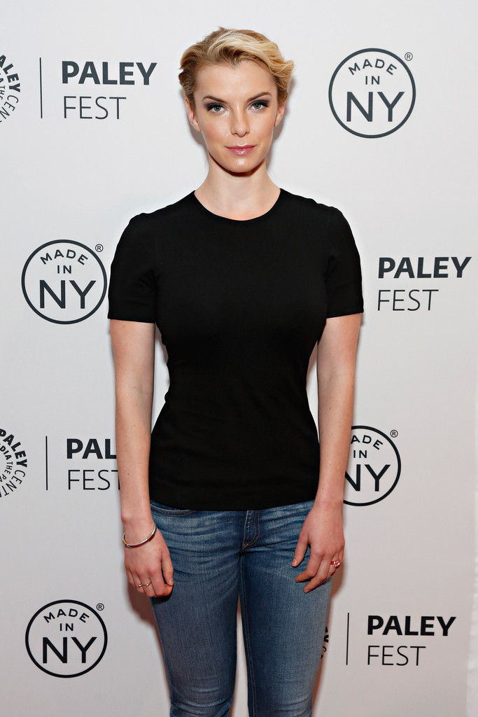 Betty-Gilpin-Images-Gallery