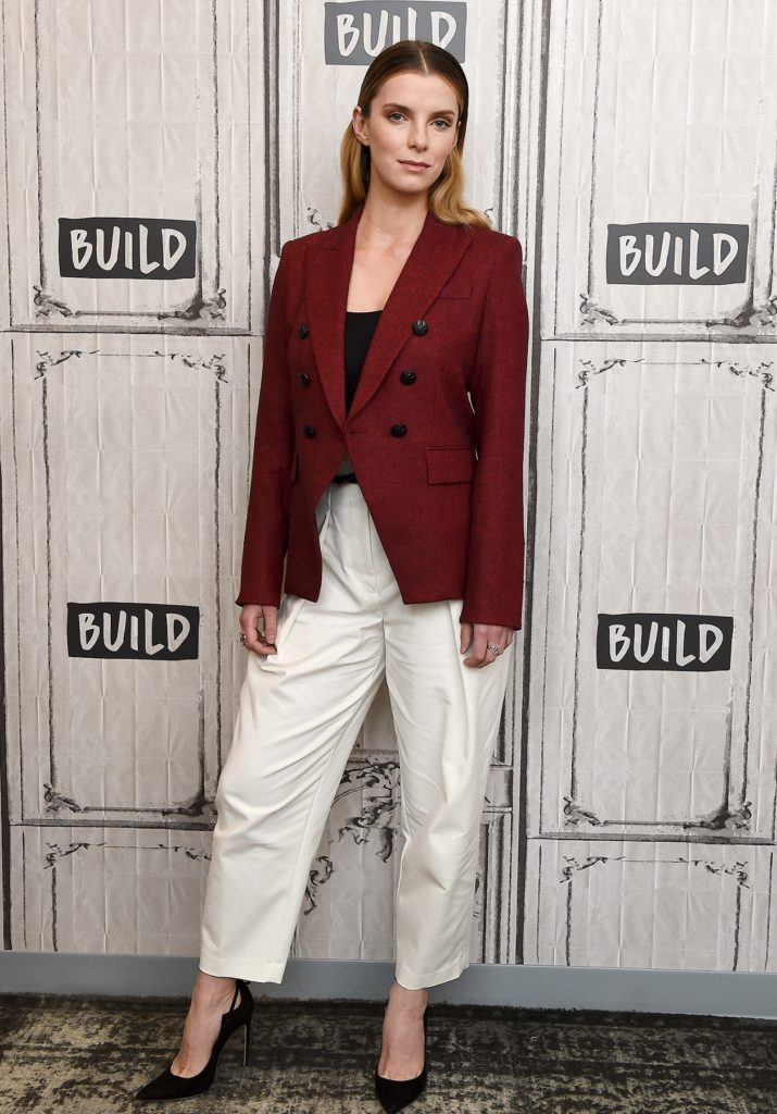 Betty-Gilpin-Legs-Images