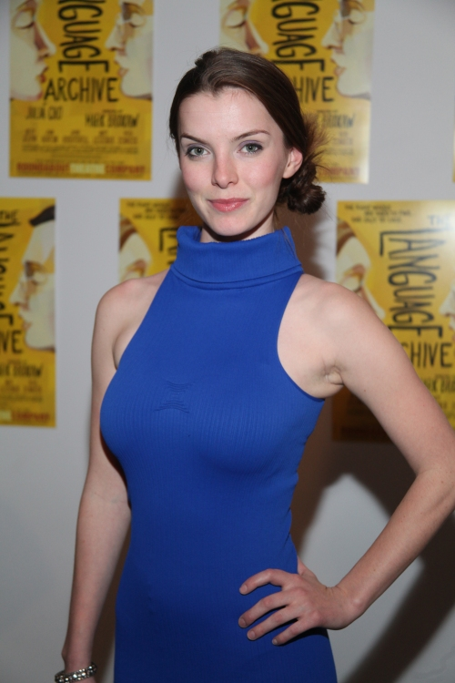 Betty-Gilpin-Muscles-PIcs