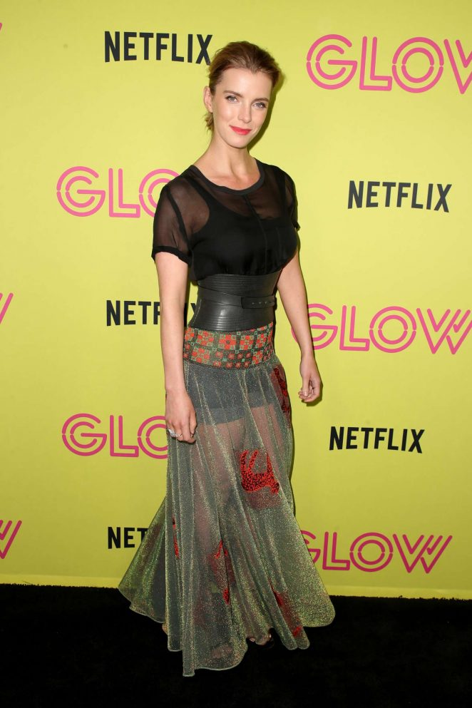 Betty-Gilpin-Shorts-Pictures
