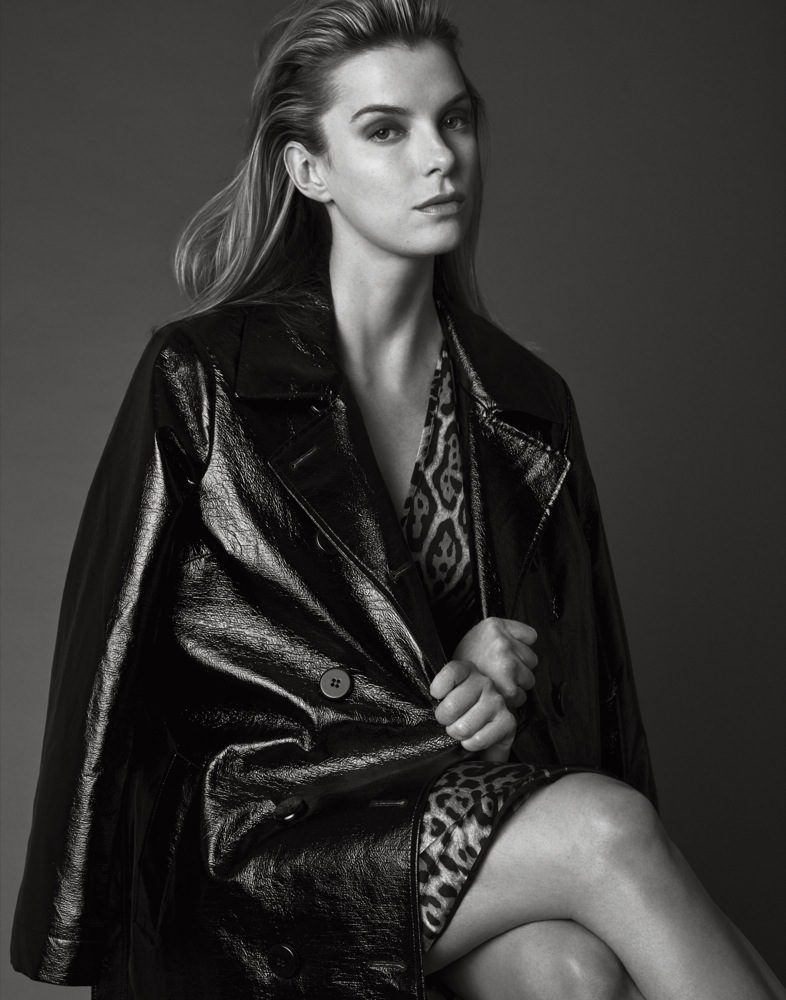 Betty-Gilpin-Thighs-Pictures