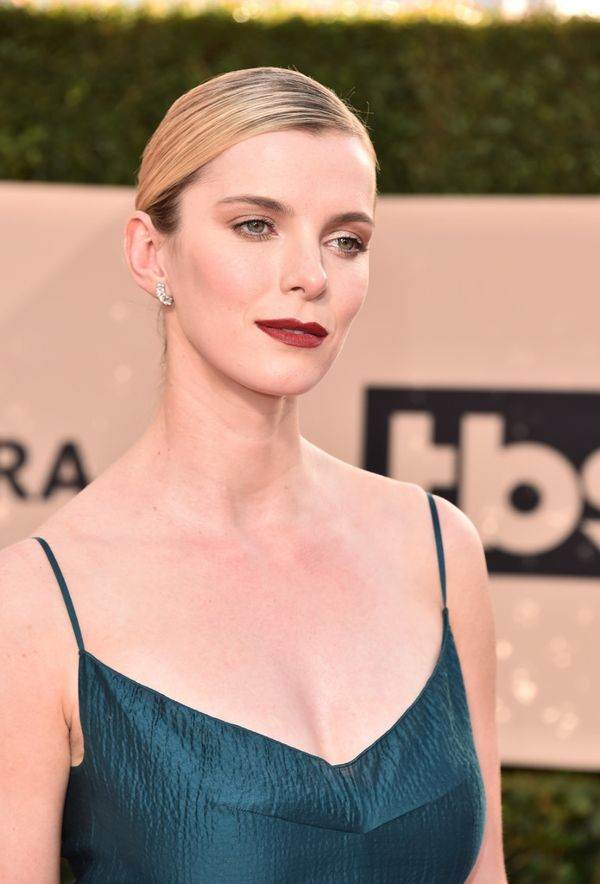 Betty-Gilpin-Topless-Pics