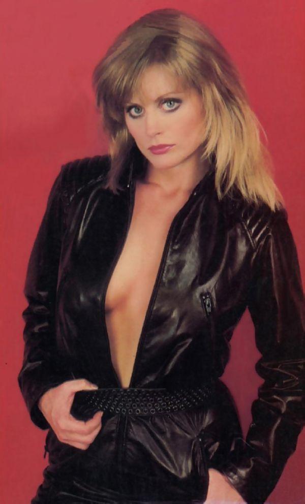 Beverly-DAngelo-Breasts-Photos