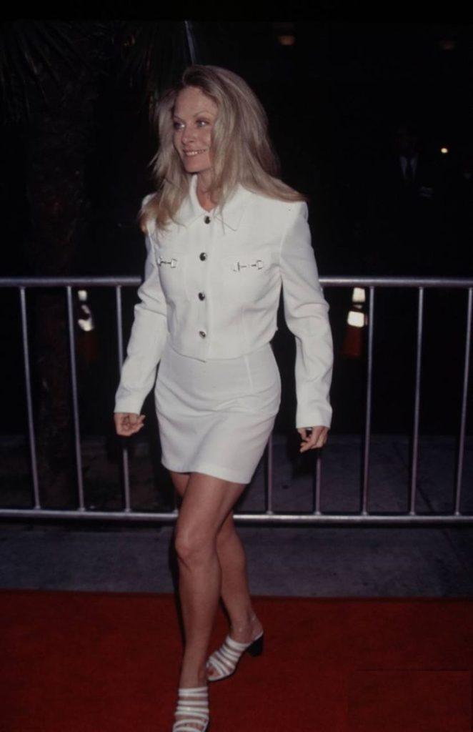 Beverly-DAngelo-Legs-imges