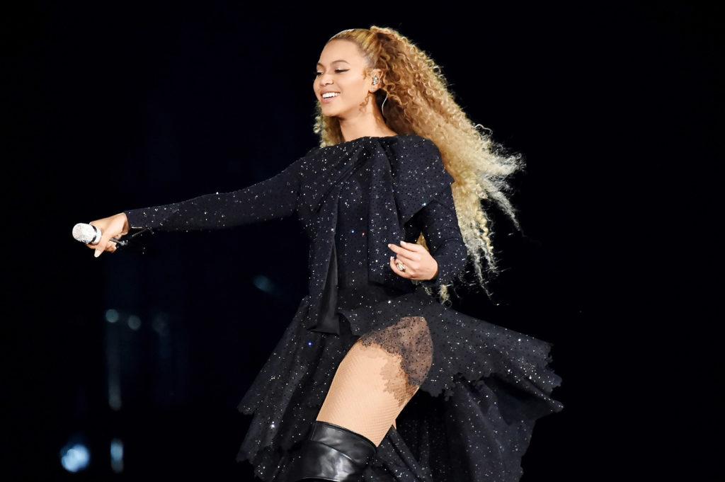 Beyonce-Lingerie-Photos