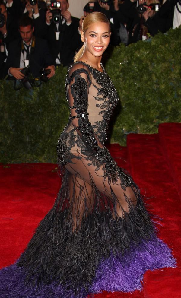 Beyonce-Lingerie-Pics
