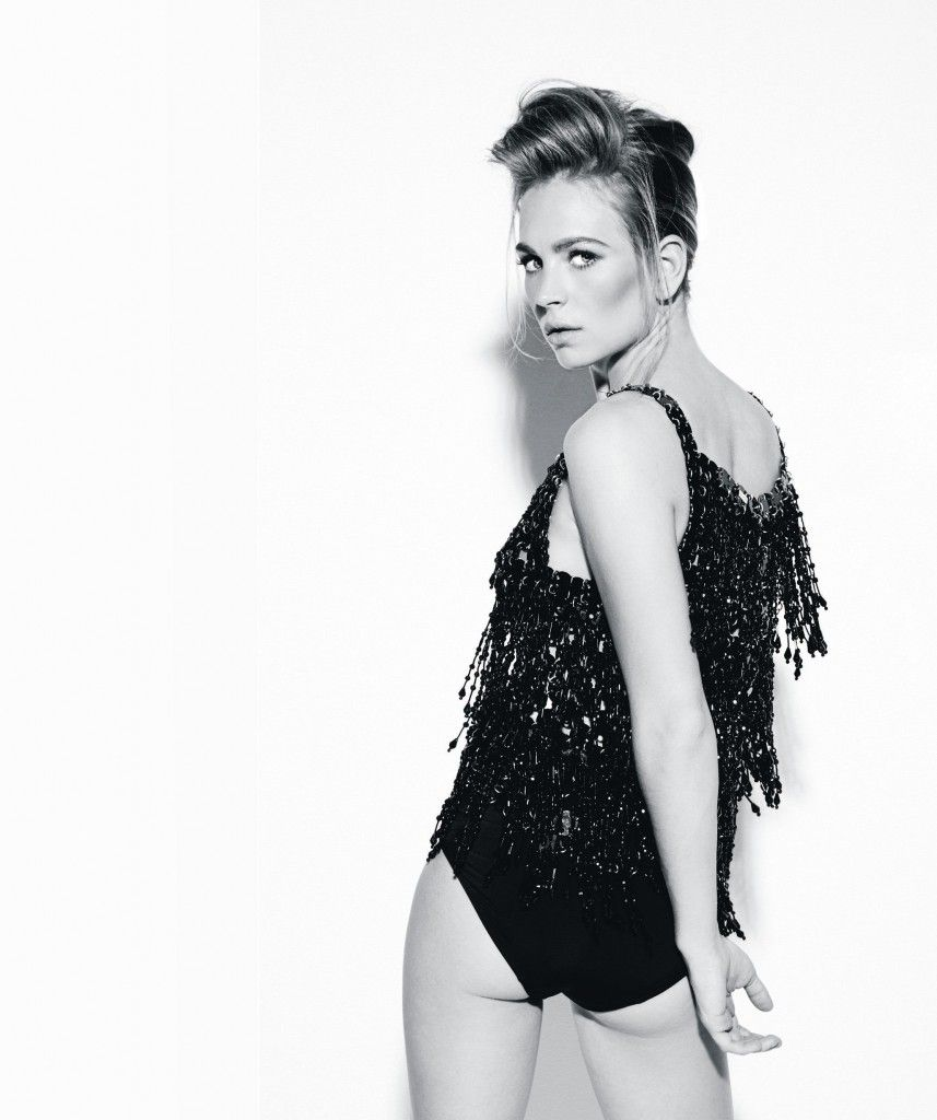 Britt-Robertson-Bikini-Images