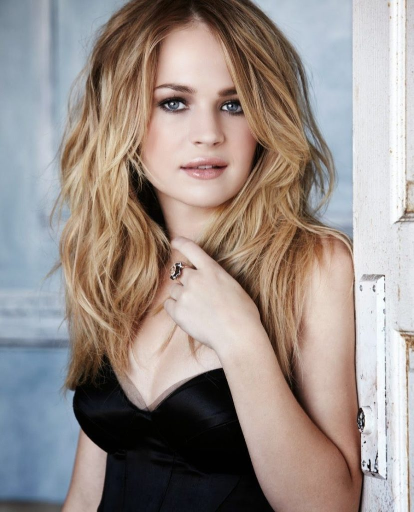 Britt-Robertson-Hair-Style-Photos