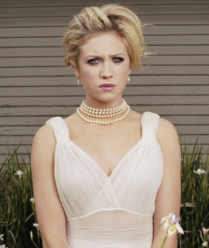 Brittany-Snow-Sexy-Eyes-Images