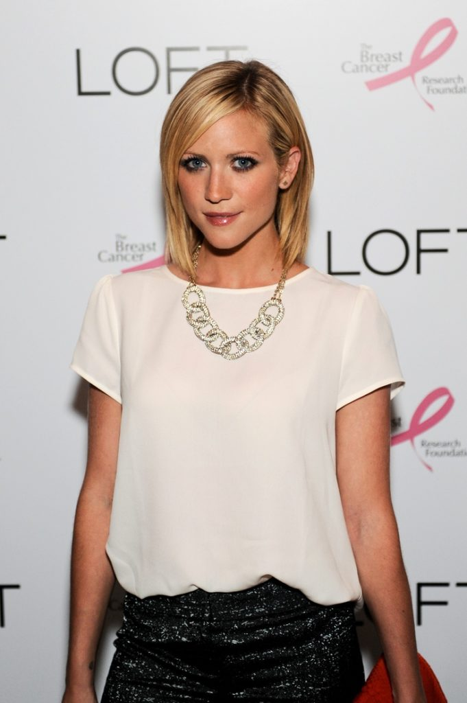 Brittany-Snow-Short-Hair-Wallpapers