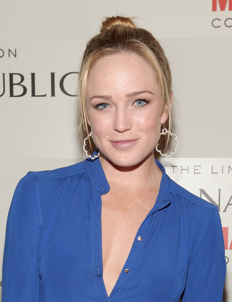 Caity-Lotz-Sexy-Eyes-Images