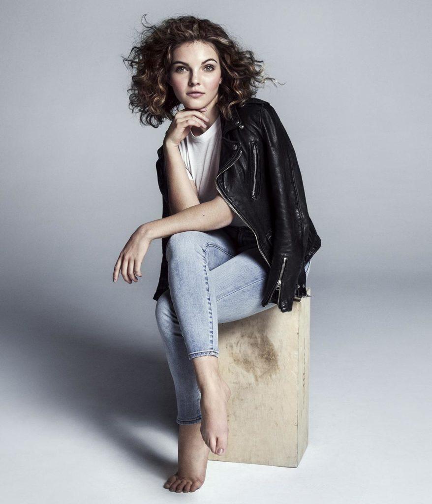 Camren-Bicondova-Jeans-Images