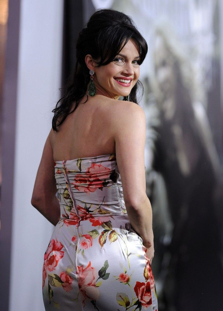 Carla-Gugino-Backless-Butt-Pics
