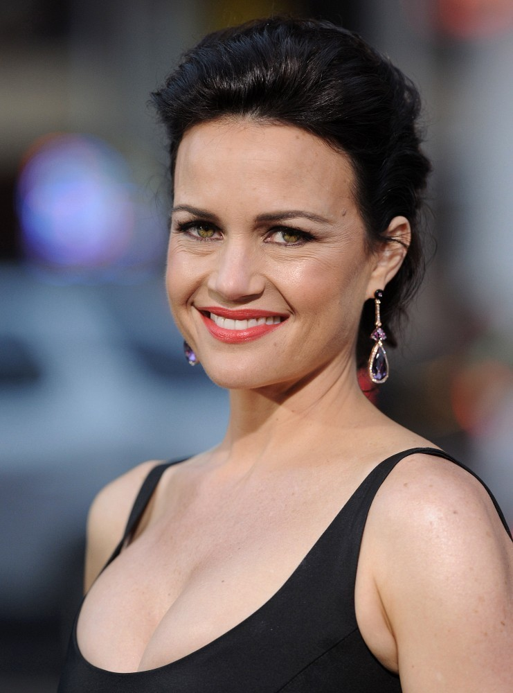 Carla-Gugino-Sexy-Smile-Wallpapers