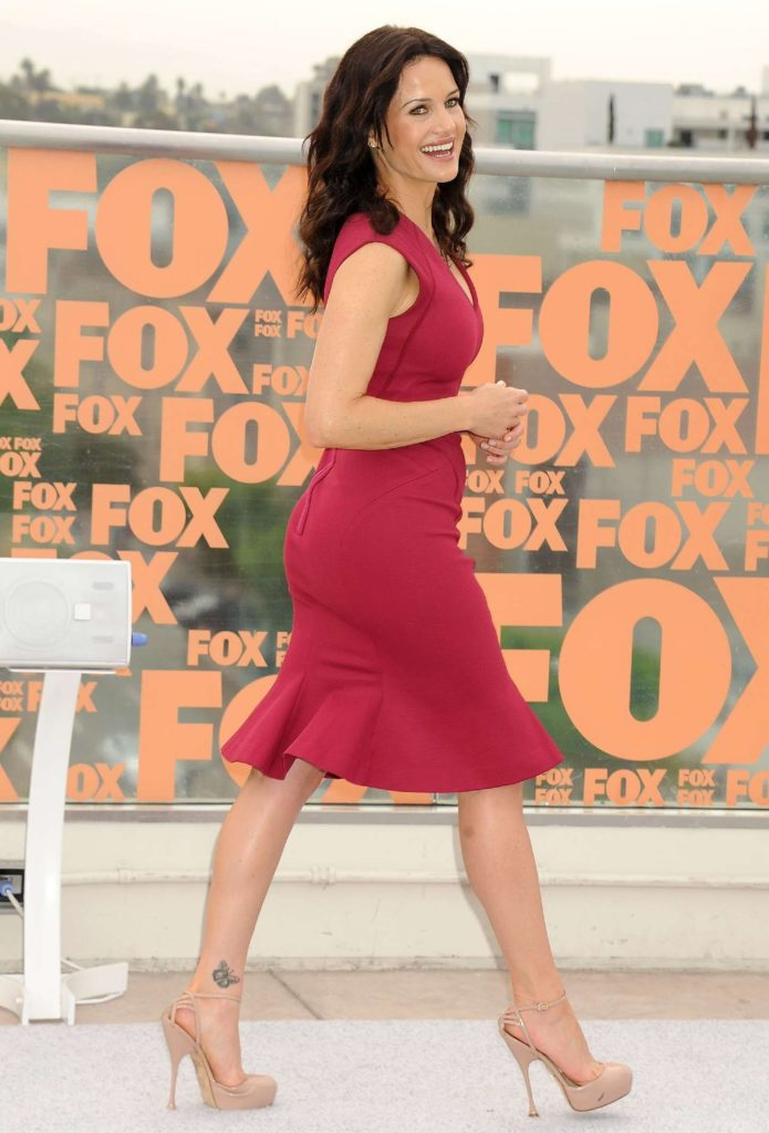 Carla-Gugino-Shorts-Pictures